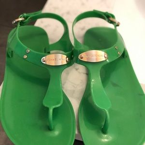 MICHAEL KORS JELLY THONG SANDALS SIZE 7